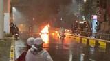 Ô tô tông xe máy bốc cháy tại hầm chui Thanh Xuân rồi bỏ chạy