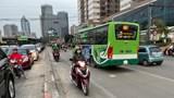 Bất chấp nguy hiểm, nhiều chủ phương tiện đi ngược chiều, lấn làn đoạn đường Lê Văn Lương