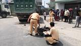 Tai nạn giao thông mới nhất hôm nay 19/3: Va chạm với xe tải chở cát, người đàn ông bị cán tử vong