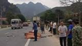 Người đàn ông đi xe máy lấn làn tử vong sau cú tông trực diện ô tô tải