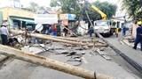 Tài xế người nước ngoài lái ô tô tông đổ 5 cột điện ở Thảo Điền