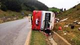 Tai nạn giao thông mới nhất hôm nay 21/3: Lật xe khách trên Quốc lộ 6, 1 người chết, 1 người nguy kịch