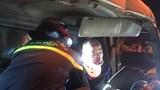 Hà Nội: Cảnh sát cắt ca bin cứu người bị mắc kẹt do tai nạn giao thông
