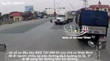 [Clip] Phẫn nộ với xe đầu kéo đi ngược chiều suýt gây tai nạn