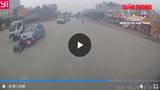 Sang đường bất cẩn, đôi nam nữ bị ô tô tông ngang xe