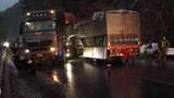 Xe đầu kéo va chạm xe tải, tài xế nhập viện cấp cứu