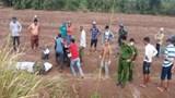 Lao vào bãi đất trống, nam thanh niên bị xe máy đè lên người tử vong