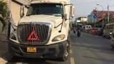 Tai nạn giao thông mới nhất hôm nay 15/4: Lọt gầm xe container, nữ sinh viên thoát chết trong gang tấc