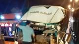 Ô tô tải tông xe container dừng đèn đỏ, lái xe thiệt mạng