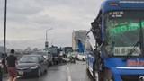 4 ô tô tông liên hoàn khiến cầu Thăng Long ùn tắc nghiêm trọng