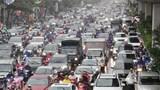 Đường phố Thủ đô ùn tắc trong cơn mưa sáng thứ Hai
