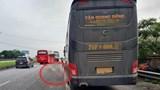 Tai nạn giao thông mới nhất hôm nay 27/4: Đang mở cốp xe, phụ xe khách bị container đâm tử vong
