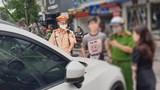Danh tính thanh niên đỗ ô tô giữa nút giao thông Phùng Hưng - Hàng Bông