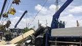 Tai nạn giao thông mới nhất hôm nay 29/4: Xe tải cẩu làm sập cổng chào, 2 người thương vong