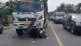 Một phụ nữ chạy xe máy bất ngờ lấn trái tông trực diện xe tải, tử vong