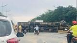 Hà Nội: Tai nạn liên hoàn khiến ô tô bốc cháy