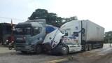 Hà Tĩnh: Hai xe đầu kéo va quệt giữa quốc lộ