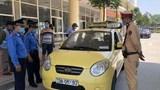 Hà Đông: Phạt 11 triệu tước phù hiệu 2 tháng với taxi tháo giám sát hành trình