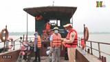Chiến sĩ CSGT tham gia tuyên truyền phòng, chống dịch trên sông