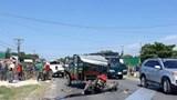 Xe bán tải tông công nông chở sắt trên Quốc lộ 26