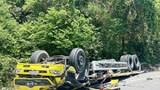Xe tải lật ngửa ở đèo Cù Mông, 2 người tử vong