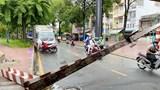 Xe tải tông sập thanh giới hạn chiều cao gầm cầu ở TP Hồ Chí Minh