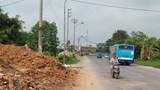 [Bạn đọc viết] Tại xã Tam Hưng, huyện Thanh Oai: Hành lang giao thông biến thành bãi vật liệu, phế thải