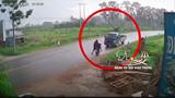 Vào cua tốc độ cao, xe tải mất lái tông trực diện xe máy