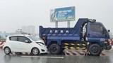 2 vụ tai nạn giao thông liên tiếp trên cầu Bình Lợi trong mưa lớn