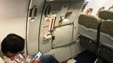 Cấm bay 9 tháng với hành khách tự ý mở cửa thoát hiểm