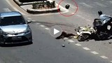 [Clip] Sang đường bất cẩn, người đàn ông bị ô tô húc bay
