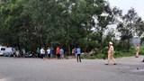 Xe máy lao vào bụi cỏ ven đường, 2 thanh niên tử vong