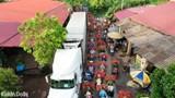 [Ảnh] Bắc Giang: Dòng người vận chuyển vải ùn tắc hàng cây số