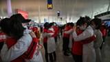 Hỗn độn pha lẫn niềm vui ở sân bay quốc tế Vũ Hán ngày đầu dỡ lệnh phong tỏa