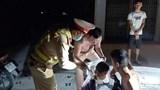 Thanh Hoá: CSGT nhanh trí cởi áo cầm máu cứu người