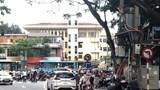 [Điểm nóng giao thông] Biển cấm có như không tại nút giao Chùa Láng – Nguyễn Chí Thanh