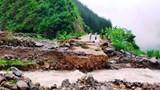 Mưa lũ dồn dập, đường sạt lở, giao thông tại Sơn La bị chia cắt
