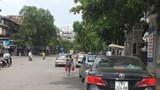 """Taxi, xe công nghệ """"bao vây"""" cổng bệnh viện ở Hà Nội"""