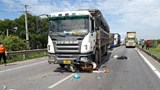Tai nạn giao thông mới nhất hôm nay (3/7): Bị xe tải cuốn vào gầm trên cao tốc, 2 người đi xe máy thương vong