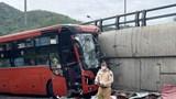 Tai nạn giao thông mới nhất hôm nay (6/7): Container mắc kẹt trên đường ray, đường sắt Bắc Nam tạm tê liệt