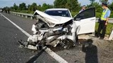 Tai nạn giao thông mới nhất hôm nay (10/7): Xe tải đâm nát xe 4 chỗ, tài xế thoát chết trong gang tấc