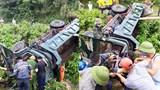 Tai nạn giao thông mới nhất hôm nay (23/7): Xe tải lật bên quốc lộ, cảnh sát phải dùng thiết bị chuyên dụng giải cứu