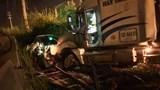 Tai nạn giao thông mới nhất hôm nay (14/8): Container đâm bẹp dúm ô tô con, tài xế kẹt cứng trong cabin