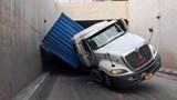 """Tai nạn giao thông mới nhất hôm nay (16/8): Truy bắt hai """"sửu nhi"""" đầu trần đi xe máy """"thông chốt"""" khiến CSGT nhập viện"""