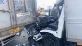 Tai nạn giao thông mới nhất hôm nay (21/9): Hai ô tô va chạm kinh hoàng, cứu hộ phải cắt ca bin để cứu tài xế ra ngoài