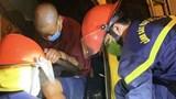 Tai nạn giao thông mới nhất hôm nay (14/9): Cảnh sát phá ca bin bẹp dúm cứu tài xế và phụ xe bị mắc kẹt ra ngoài