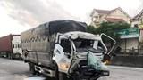 Tai nạn giao thông mới nhất hôm nay (19/9): Xe tải đâm đuôi container khiến 2 người nhập viện