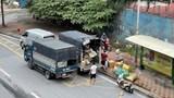 """Tấp nập bến """"cóc"""" xe tải trên đường Phạm Hùng giữa những ngày giãn cách xã hội"""