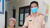 CSGT hiến máu giúp cháu bé đang cách ly y tế