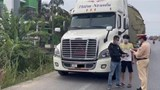 Phát hiện tài xế container dùng giấy phép lưu hành giả